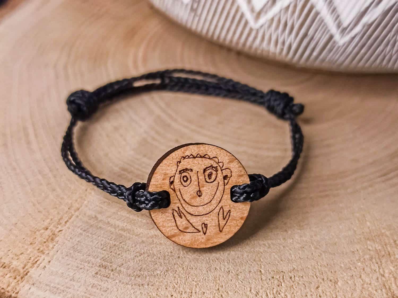 Bracelet en bois personnalisé avec dessin d'enfant
