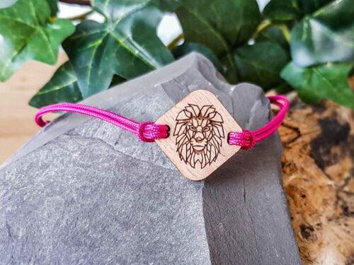 Bracelet personnalisé en bois avec lion