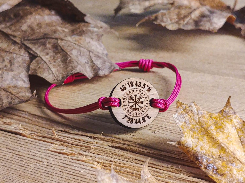Bracelet en bois viking personnalisé avec coordonnées GPS