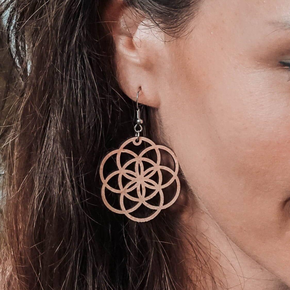 Boucles d'oreilles en bois Fiora inspirée de la fleur de vie