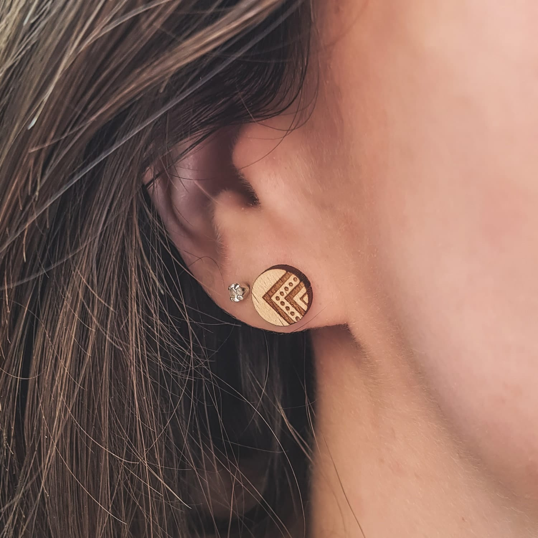 Clous d'oreilles en bois suisse Indyana fabriqué artisanalement