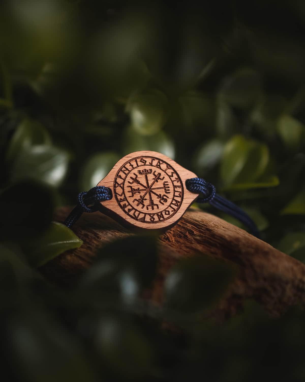 Bracelet en bois suisse Viking Vegvisir