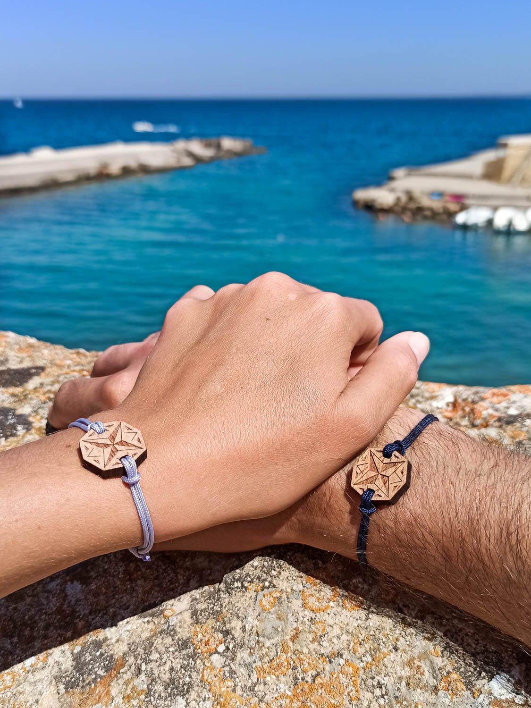Bracelet en bois Nomad représentant la rose des vents