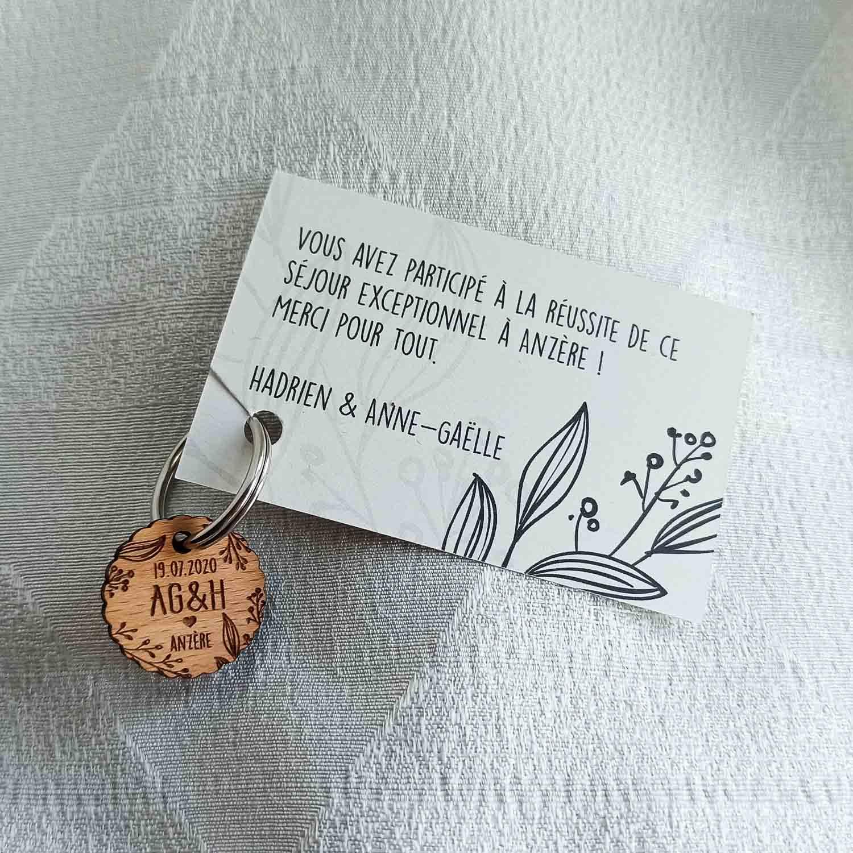 Porte clé en bois personnalisé pour un mariage