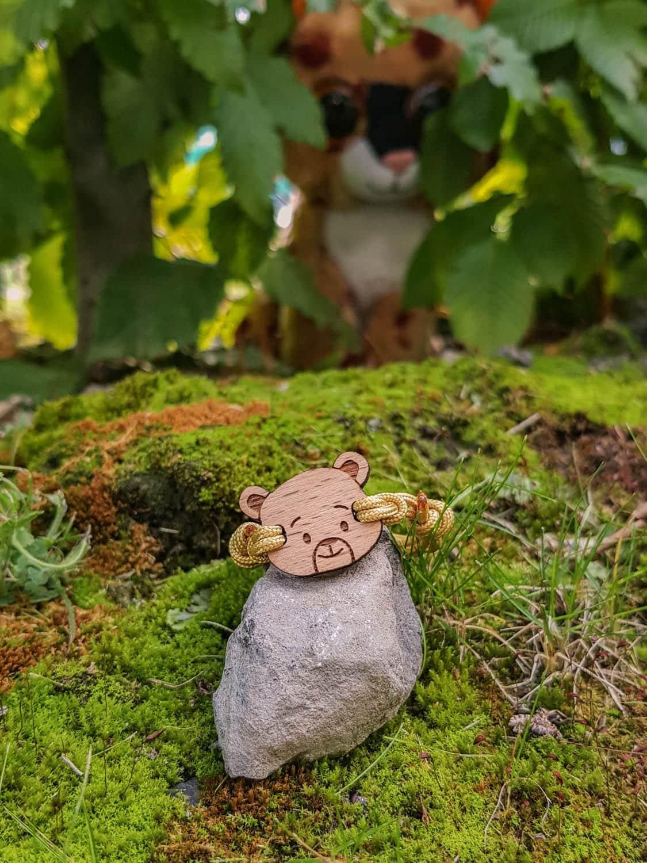 Bracelet en bois pour enfant en forme d'ourson