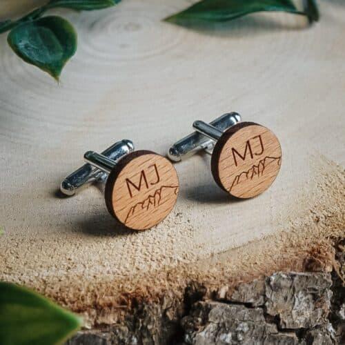 Boutons de manchettes en bois personnalisés pour un mariage