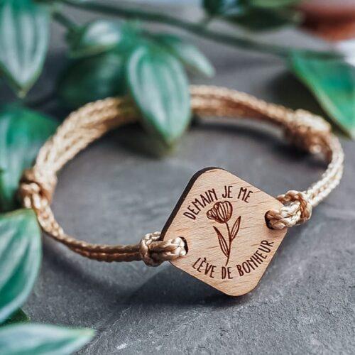 Bracelet en bois personnalisé avec fleur