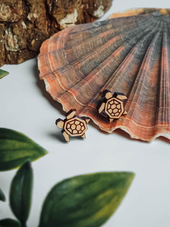 Clous d'oreilles en bois tortue